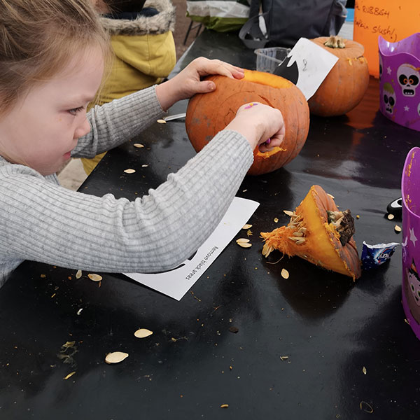 Pumpkin-Carving-at-Sunnyfields