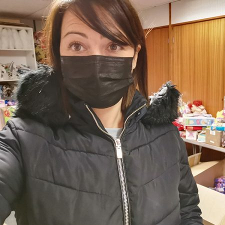 lady in face mask volunteering